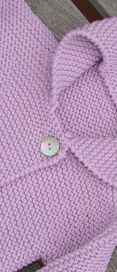 This Pin was discovered by Ine Baby Sweater Knitting Pattern, Baby Knitting Patterns, Knitting Yarn, Hand Knitting, Crochet Patterns, Baby Cardigan, Cardigan Bebe, Baby Vest, Brei Baby