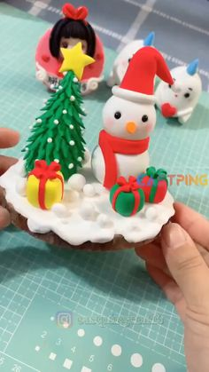 Clay Christmas Decorations, Christmas Cake Designs, Polymer Clay Christmas, Christmas Cupcakes, Clay Crafts For Kids, Christmas Crafts For Kids, Holiday Crafts, Christmas Christmas, Handmade Christmas
