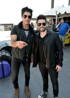 ATTENTION ALL DAN+SHAY FANS!!! I NEES TO KNOW WHAT WE'RE CALLED. WE NEED AN IDENTITY. SEe Hunter Hayes fans are Hayniacs. Bieber fans believers. BUT WHAT ARE WE!!!! Please comment. I need some feedback.