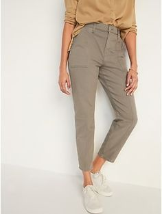 """""""Take the mom jeans trend to new heights with our Sky Hi Straight Jeans, 1-inch higher than our standard high-waisted jeans.  When they go low, you go higher Contoured extra high-rise waistband, with button closure and built-in belt loops.  Zip fly. Trendy Outfits, Summer Outfits, Summer Clothes, Work Outfits, Teacher Outfits, Old Navy Women, Work Wardrobe, Capsule Wardrobe, Work Casual"""