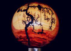 Kugel gedechselt aus Zwetschkenholz mit eingebranntem Fraktalbild #Holzdesign #Drechselobjekt #lichtenberg #woodart #fractalburning #rusticdecor #lichtenbergburning #lichtenbergfigures Kugel, Table Lamp, Lighting, Home Decor, Stainless Steel, Stones, Pictures, Table Lamps, Decoration Home