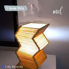 Lamp made with popsicle sticks - Step by step! Lamp made with popsicle sticks - Step by step! Diy Room Decor Videos, Diy Crafts For Home Decor, Diy Crafts Hacks, Handmade Home Decor, Home Decoration, Kids Crafts, Diy Popsicle Stick Crafts, Diy Projects With Popsicle Sticks, Popsicle Art