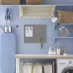 Tunnelmallinen ja kaunis kodinhoitohuone, pesuaineet voi laittaa nätisti esille esim. lasipurkeissa.