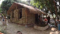 Hay bale mud house built in a weekend -