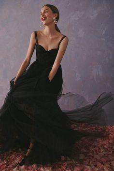 Carolina Herrera Resort 2020 Fashion Show - Vogue Carolina Herrera New York, Carolina Herrera Bridal, Vestidos Fashion, Belle Silhouette, Organza, Mode Streetwear, Fashion Show Collection, Fashion 2020, High Fashion
