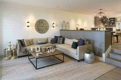 SALON Y COCINA EN DOS NIVELES / Living room and kitchen on two levels