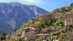 Encore 2 places pour un joli séjour entre #Provence et #Alpes !  TOUR DU MONT #VENTOUX EN VELO ELECTRIQUE - Bien-être sport et détente entre Provence et Alpes - #Séjour accompagné 4j/3n  Du Jeudi 6 au dimanche 9 octobre 2016 -------- A vélo à assistance électrique (VAE) et accompagnés par votre guide local vous découvrez sans effort les vallées et les magnifiques gorges qui entourent le Géant de Provence (sans le grimper !). Le circuit vous amène jusqu'au plateau de Sault et vers les…
