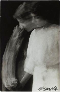 Anton Giulio Bragaglia and Arturo Bragaglia. 'The Rose', 1913 Anton, Fine Art Photo, Photo Art, Aleksandr Rodchenko, Umberto Boccioni, Experimental Photography, Portraits, Looking For Women, Art Museum