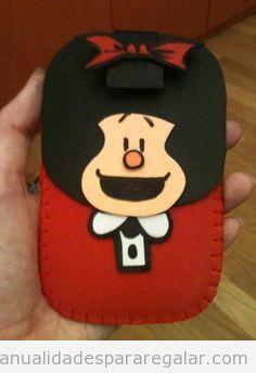 Funda de Mafalda en foamy para el teléfono móvil   Manualidades para regalar