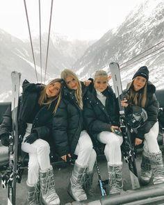 21 Super Cute Ski Outfits For Women - Cute Sexy Winter Ski Outfits – Hello Bombshell! Ski Outfits For Women, Winter Outfits, Clothes For Women, Photo Ski, Foto Best Friend, Mode Au Ski, Ski Bunnies, Usa Tumblr, Ski Season