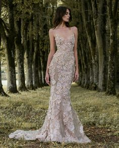 Wedding Dress Ideas, Designers & Inspiration : Paolo Sebastian wedding dress from the Autumn/Winter Collection 2017 – Gilded Wings Collection – see the rest of the collection on www… Evening Dresses, Prom Dresses, Formal Dresses, Bridesmaid Gowns, Elegant Dresses, Pretty Dresses, Bridal Gowns, Wedding Gowns, Looks Party