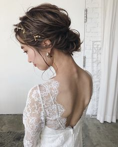 Before deciding which hair style to choose, it is important to consider the place of the wedding, as well as the look that you want to get depending on your outfit. For an outdoor country style wedding, for example, the… Continue Reading → Kawaii Hairstyles, Party Hairstyles, Bride Hairstyles, Modern Bob Haircut, Bridal Hairdo, Hair Arrange, Bohemian Hairstyles, Wedding Hair Inspiration, Aesthetic Hair