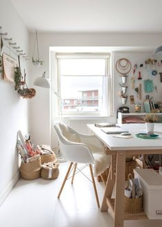 House Tour: An Eclectic and Always-Changing London Flat Apartment Therapy Car Boot Sale, Turbulence Deco, Apartment Living, Apartment Therapy, London Apartment, Space Crafts, Craft Space, Room Organization, Cool Things To Make