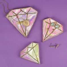 Easy DIY marbled clay jewelry catch-alls - how to make ring dishes from clay - hand made pretty jewelry trays