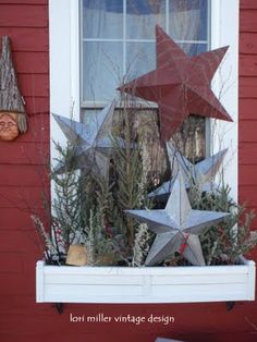 A different way to display stars. I think I would have a base of grapevine or branches and twigs. and could even put in an old wooden tote or bucket. - Home decor and design Christmas Window Boxes, Winter Window Boxes, Christmas Porch, Noel Christmas, Primitive Christmas, Outdoor Christmas, Country Christmas, All Things Christmas, Christmas Crafts
