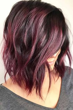 Shiny And Silky Layered Hair. Medium length layered hair styles look fabulous as they are texturized and voluminous at the same time. See our photo gallery to pick the best style. Line Bob Haircut, Haircut For Thick Hair, Wavy Hair, Afro Hair, Haircut Short, Curls Hair, Fine Hair, Maroon Hair Colors, Medium Length Hair With Layers