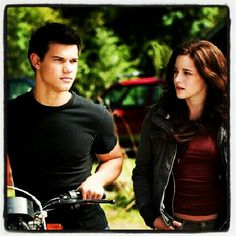 Twilights New Moon with Taylor Lautner and Kristen Stewart aka Jacob Black and Bella Swan.