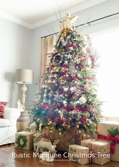 rustic-marquee-christmas-tree