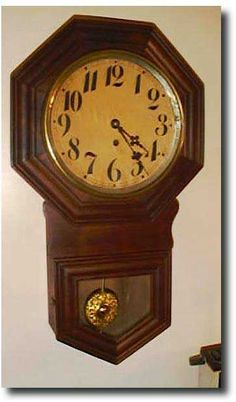 We had a clock like this in Pa's old house.. Some one stole it ;'(