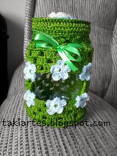"""""""TakiArtes"""" Artes em crochê e muito mais!!!: Capa para potes de vidros em crochê!!! Crochet Kitchen, Crochet Home, Jar Crafts, Diy And Crafts, Filet Crochet, Knit Crochet, Crochet Designs, Crochet Patterns, Crochet Jar Covers"""