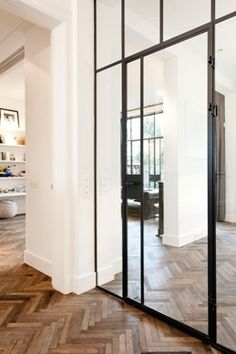 Floor all over and delicate steel structure for doors and windows. Old House Design, Steel Doors And Windows, Interior And Exterior, Interior Design, Building A New Home, Roof Design, Apartment Design, Home Living Room, Interior Inspiration