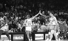 Fotografia de notícias : Mark Jackson has a high-five for Patrick Ewing as...