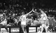 Fotografia de notícias : Mark Jackson has a high-five for Patrick Ewing as...