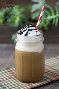 If you like Starbucks blended drinks, you will love this homemade mocha frappuccino! Full of mocha flavor and topped with fresh whipped cream. Homemade Mocha, Homemade Iced Coffee, Blended Coffee Drinks, Mocha Recipe, Frappe Recipe, Mocha Frappuccino, Iced Mocha, Creative Desserts, Keto Drink