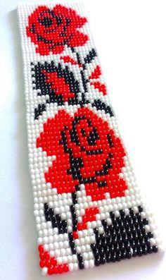 Bracelete lindíssimo artesanal, feito com miçangas Jablonex, no tear, nas cores: vermelho, preto e branco. Faço no tamanho do pulso da cliente.