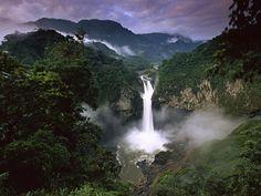 Wodospad San Rafael w Ekwadorze. San Rafael waterfall in Equador. Places To Travel, Places To See, Places Around The World, Around The Worlds, Festival Photo, Amazon River, Equador, Les Cascades, Amazon Rainforest