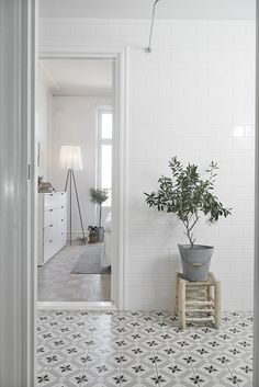 White tile & pattern