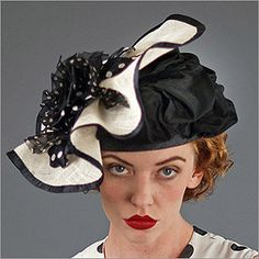 • Fascinator XIII  • Design by Louise Green   • Fabric: Sisal, Sinamay, Flower  • Colors: Black with Natural