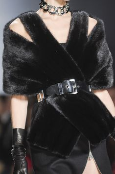 Michael Kors at New York Fashion Week Fall 2013 - StyleBistro Fur Fashion, Couture Fashion, Runway Fashion, High Fashion, Fashion Outfits, Womens Fashion, 1950s Fashion, Michael Kors Fall, Handbags Michael Kors