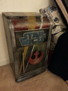 A night stand to go with my star wars inspired bedroom suite. I designed this piece to be similar to boba fetts helmet Star Wars Droids, Lego Star Wars, Star Wars Furniture, Nerd Decor, Star Wars Bedroom, House Star, Kitty Party Games, Star Wars Decor, Video Game Rooms