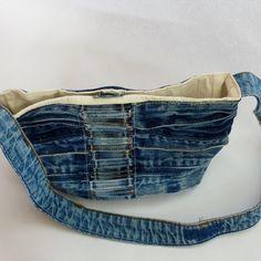 Upcycled Belt Loops and Denim Bag Jean Diy, Denim Rug, Denim Handbags, Denim Ideas, Denim Crafts, Love Jeans, Refashioning, Recycled Denim, Girls Jeans