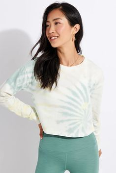 Not just reserved for slow Sundays, Beyond Yoga's Weekend Boxy Cropped Pullover features a modern boxy cut, a soft washed terry fabric and an on-trend tie-dye pattern. So comfy, you'll want to wear it all week. Sports Luxe, Tie Dye Patterns, Sport Fashion, Lounge Wear, Women Wear, Yoga, Pullover, Crop Tops, Green
