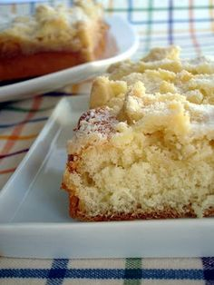 Streuselkuchen / German Crumb Cake Recipe (keyingredient), dough made with yeast