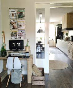 Binnenkijken bij mijnhuis__enzo House Front, Decoration, Interior Inspiration, Living Area, Bookcase, New Homes, Home And Garden, Dining Table, Interior Design