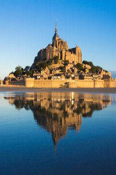 21 Best Day Trips from Paris - Normandy, Loire Valley, Champagne . Day Trip From Paris, Mont Saint Michel, Europe Destinations, Day Trips, New York Skyline, Photo Galleries, Saints, France, Island
