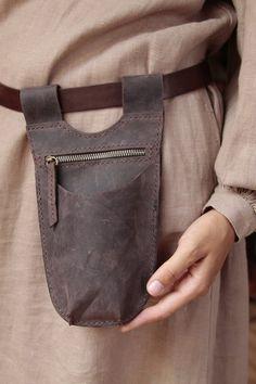 Leather Tool Pouches, Leather Tool Belt, Leather Tooling, Leather Bag, Garden Tool Belt, Garden Bags, Creative Bag, Estilo Fashion, Hip Bag