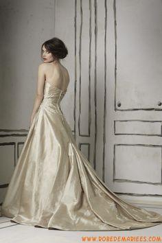 Robe princesse en taffetas avec caparaçon décorée de broderies robe de mariée avec traîne
