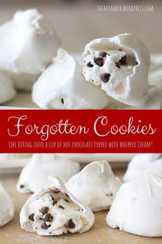 Forgotten Cookies: Like Biting into a Cup of Hot Chocolate Topped with Whipped Cream Vergessene Kekse: Wie in eine Tasse heiße Schokolade mit Schlagsahne beißen – The Mom Bob Xmas Cookies, Yummy Cookies, Mini Cookies, Candy Cookies, Bo Bake Cookies, Cake Box Cookies, Cool Whip Cookies, Chocolate Christmas Cookies, Quick Cookies