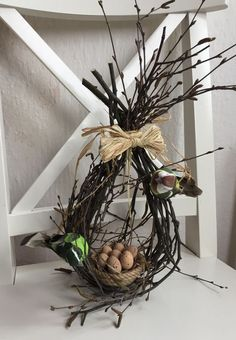 Během zimy sbírali popadané větve a větvičky: Nepoužili je však k topen. - Během zimy sbírali popadané větve a větvičky: Nepoužili je však k topení, ale na výrobu něčeho úžasného! Spring Decoration, Diy Easter Decorations, Farmhouse Style, Farmhouse Decor, Rustic Style, Farmhouse Ideas, Diy And Crafts, Crafts For Kids, Deco Floral
