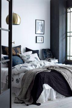 Himla Överkast Hannelin i linne 260x260 cm Överkastet i hellinne är tvättat efter sömnad för att få en krinklad effekt. <br><br>100% lin<br>Tvätt 40°