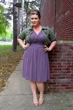 I love this color combo -- and the waist placement on this dress is uber-flattering for pear-shaped girls. :D