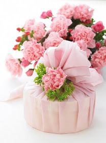 bouquet of pink carnations with pink carnation added to top of gift wrapped up in pink to match Unique Mothers Day Gifts, Mothers Day Crafts, Mother Day Gifts, Happy Mothers Day, Unique Gifts, Birthday Wishes, Girl Birthday, Happy Birthday, Mother's Day Photos