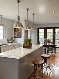 Breakfast bar, low hanging lights....#greykitchen