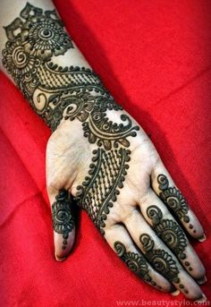Best Arabic Mehndi Designs for Hands and Feet