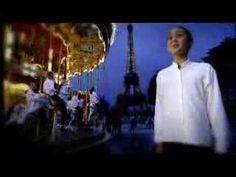 Qantas Ad Director's Cut 2004 - 'I Still Call Australia Home' - Australian Girls Choir & National Boys Choir of Australia. Music Songs, My Music, Dance Videos, Music Videos, Peter Allen, Best Songs, Choir, Teaching Ideas, Lyrics