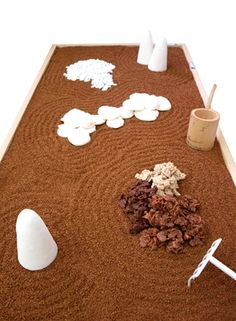 This display gives me an idea for a zen garden cake... the gears are turning...